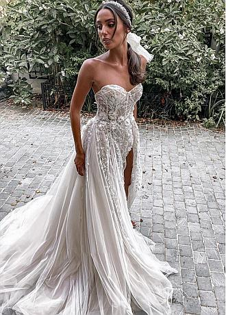 Exquisite Tulle Mermaid Sweetheart Wedding Dress With Slit & Lace Appliques