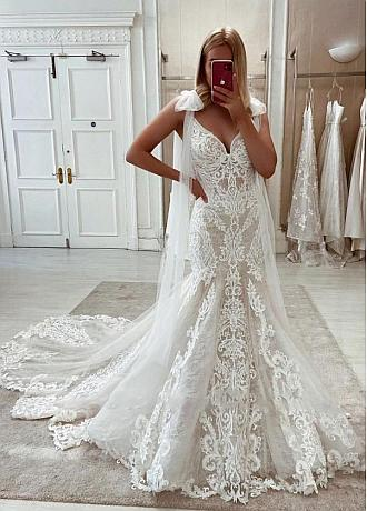 Stunningh Lace & Tulle V-neck Neckline Mermaid Wedding Dresses With Lace Appliques