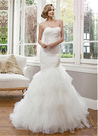 Alluring Organza Mermaid Strapless Neckline Natural Waistline Wedding Dress With Lace Appliques and Beadings