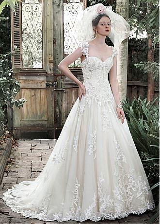 Elegant Tulle Sweetheart Neckline A-line Wedding Dress With Lace Appliques