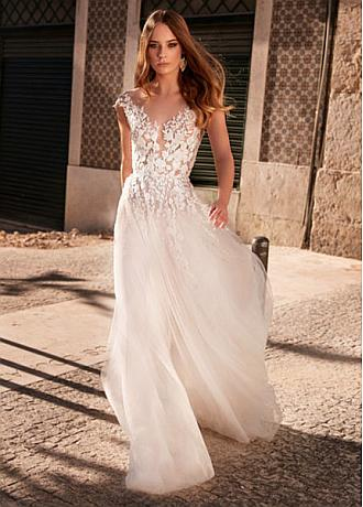 Glamorous Tulle Jewel Neckline A-line Wedding Dresses With Beadings & Lace Appliques